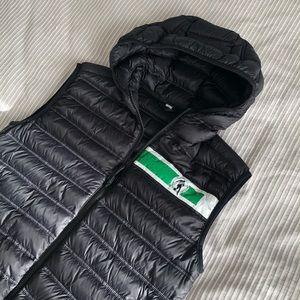 Black hooded duvet zipper vest
